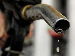 油价今晚上调 加满一箱油将多花17元钱