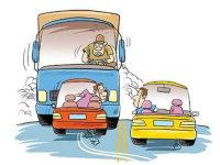 司机大意碾压男子 开车盲区该如何解决